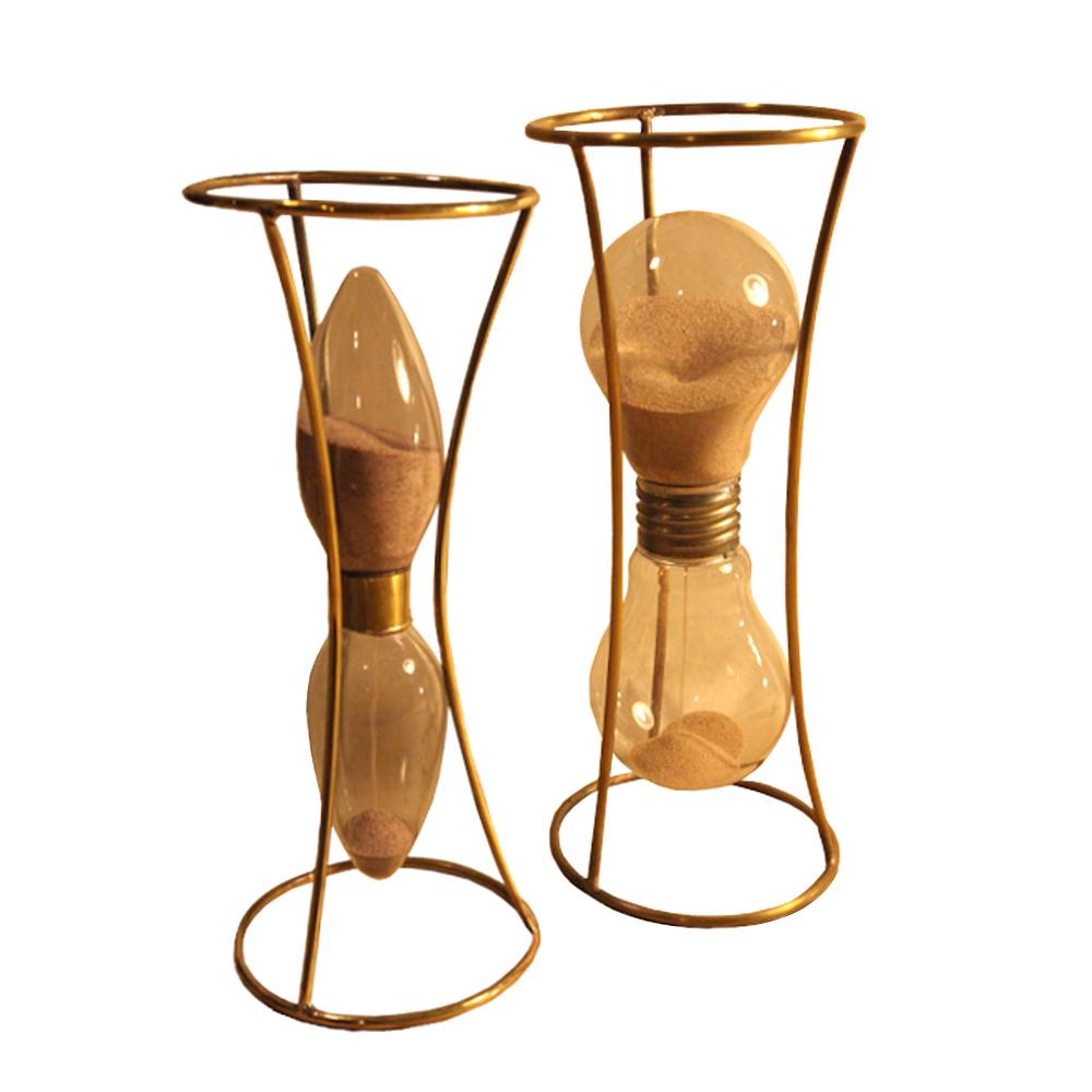 Clessidre realizzate con vecchie lampadine